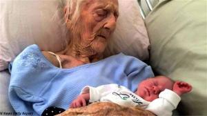რეკორდი მოხსნა:  ქალმა 101 წლის ასაკში ბავშვი გააჩინა