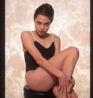 გაინტერესებთ, როგორ გამოიყურებოდა ანჯელინა ჯოლი 16 წლის ასაკში? - აქამდე უცნობი ფოტოები