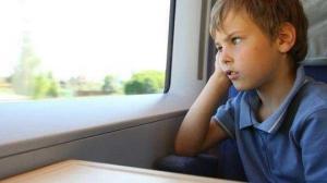 მშობლებმა ბავშვი ბებიასთან თანმხლების გარეშე გაგზავნეს. მატარებელში ჩაჯდომამდე მამამ ჯიბეში წერილი ჩაუდო
