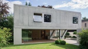 მოდური მინიმალიზმი: გერმანიაში გადაუმუშავებული მასალებისგან სახლი ააშენეს