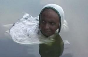 პატარუნი გოში - ქალი, რომელსაც ქალთევზას ეძახიან ინდოეთში, რადგან 20 წელია ალიონიდან დაისამდე წყალში ზის