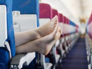 რატომ არ შეიძლება თვითმფრინავში ფეხსაცმლის გახდა?