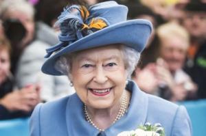 დიდი ბრიტანეთის დედოფალი ელისაბედ II ტახტიდან გადადგომას აპირებს