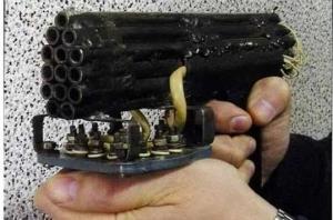 უცნაური თვითნაკეთი იარაღები და გაურკვეველი მიზეზით გამსკდარი და განადგურებული ქარხნული იარაღები