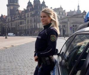ეს გოგონა გერმანიის პიოლიციაში მუშაობს - გაიცანით 31 წლის პოლიციის ოფიცერი(ფოტოები)