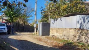 არბოშიკში 61 წლის ქალის მკვლელობისთვის სამი პირი დააკავეს, მათ შორის მისი თანაკლასელი