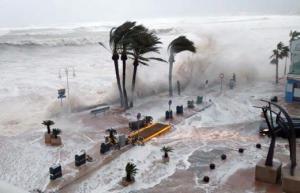 """ვიდეო:ესპანეთის სანაპირო ქალაქებს  შტორმ """"გლორიას"""" 14 მეტრიანი ტალღები დაატდა თავს"""