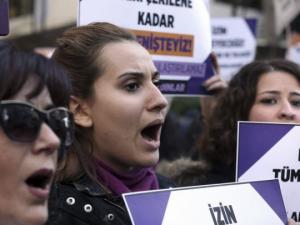 თურქეთში ახალი კანონის მიხედვით ქალი იძულებულია  მოძალადეს გაჰყვეს ცოლად