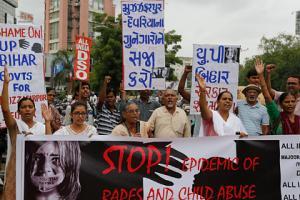 ინდოეთში 10 წლის გოგონა გაუპატიურების შემდეგ ცოცხლად დამარხეს