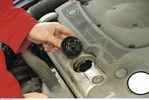 მარტივი მეთოდი მანქანის ძრავის ზეთის ხარისხის და მდგომარეობის შესამოწმებლად სახლის პირობებში