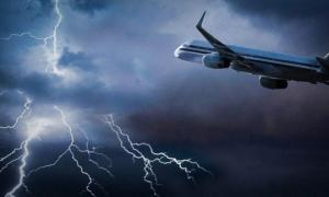 ვიდეო: დიდ ბრიტანეთში სამგზავრო თვითმფრინავს მეხი დაეცა