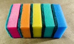 იცით რას ნიშნავს ჭურჭლის სარეცხი ღრუბლის სხვადასხვა ფერი?