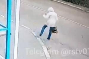 ვიდეო:  წაქცეული გოგონა ავტობუსის ქვეშ მოხვდა და წარმოუდგენლად გაუმართლა