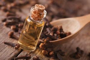 რატომ უნდა დავამატოთ ზამთარში ყავას მშრალი მიხაკი?