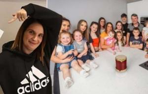 როგორ ცხოვრობს ბრიტანეთის ყველაზე მრავალშვილიანი ოჯახი, რომელსაც მალე 22-ე ბავშვი შეემატება