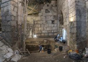 გოდების კედლის ქვეშ საიდუმლო ოთახები აღმოაჩინეს (ფოტოებიდავიდეო)
