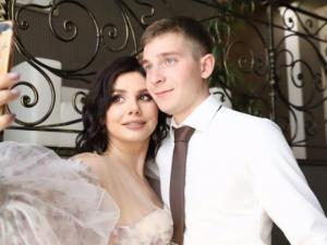 ქალი 20 წლით მასზე  უმცროს გერს ცოლად გაჰყვა