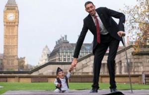 პლანეტის ყველაზე მაღალი და ყველაზე დაბალი ადამიანები ერთმანეთს შეხვდნენ