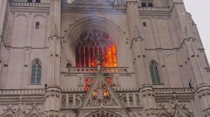 ვიდეო:პარიზში პეტრე და პავლეს საკათედრო ტაძარი იწვის