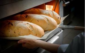 რატომ არ ღირს ცხელი პურის მირთმევა