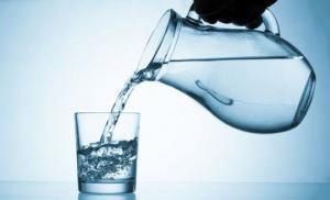 უნდა მივიღოთ თუ არა გაღვიძებისთანავე წყალი? რა შედეგი შეიძლება მოგვიტანოს ამ ქმედებამ?