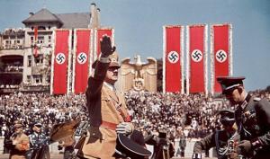 «ნაცისტური გერმანია ფერებში» — ფოტოები, რომელიც 10 წელის მანძილზე  მიწაში იყო ჩამარხული