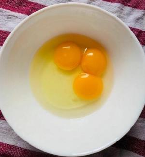 ქათამმა  დადო კვერცხი, რომლის მსგავსი 25 მილიონიდან მხოლოდ  ერთხელ გვხვდება