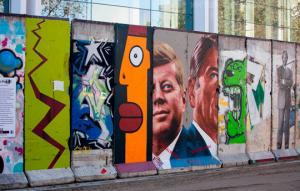 ლოს - ანჯელესიდან  ბუენოს - აირესამდე: სად არის  ახლა ბერლინის კედლის ფრაგმენტები