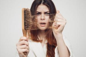 როგორ ვებრძოლოთ თმის ცვენას? ყველასათვის სასარგებლო და მარტივი ხრიკები