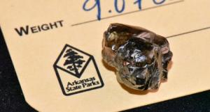 არკანზასში მამაკაცმა ამერიკის ერთ-ერთი უდიდესი ალმასი იპოვა, რომელიც მას მინის ნატეხი ეგონა