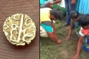 ინდოეთში გავრცელდა ჭორი,რომ ციდან ოქროს მონეტები ცვივა(ვიდეო)