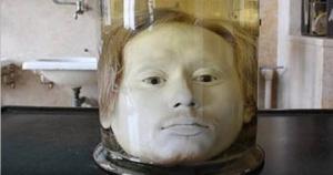 სერიული მკვლელი, რომლის თავიც 175 წელია ქილაში დასახლდა