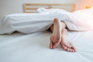 5 მიზეზი იმისა, რომ შიშველი ძილი ჯანმრთელობისთვის სასარგებლოა