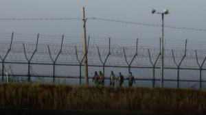 მამაკაცი ჩრდილოეთ კორეიდან სამ მეტრიან ღობეს გადაახტა და სამხრეთ კორეაში გაიქცა