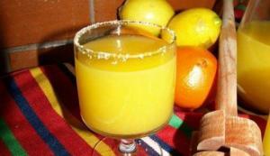 პონჩა - მადეირის ტრადიციული სასმელი, რომელსაც  წარსულში მეთევზეები სამკურნალოდ იყენებდნენ