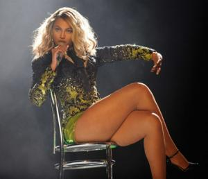 იცით, რატომ იცვამენ მომღერლები კონცერტების დროს ყოველთვის კოლგოტებს?