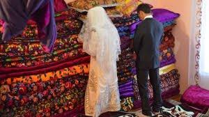 სიძის ნათესავები პატარძალს ქალწულობაზე დამამცირებელ ტესტს უტარებენ(ვიდეო)