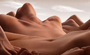ფოტოგრაფი შიშველი სხეულებისაგან ჰქმნის დიდებულ პეიზაჟებს, პრაქტიკულად ხელოვნების ნიმუშია თითოეული ნამუშევარი