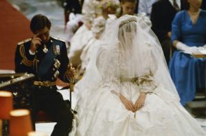 6 ყველაზე სასაცილო შემთხვევა ბრიტანეთის სამეფო კარის წარმომადგენლების ქორწილის დროს