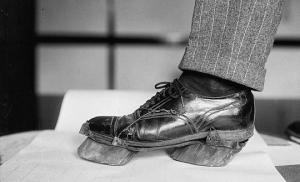 რატომ ატარებდნენ ამერიკელები საქონლისჩლიქებიან ფეხსაცმელებს?