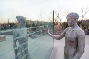 """თბილისში ირაკლი წულაძის ნამუშევარი """"ოკუპაციის მსხვერპლთა ხსოვნის მემორიალი"""" განთავსდა"""