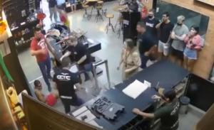 იარაღების მაღაზიაში ყველას არ უნდა ჰქონდეს წვდომა იარაღზე, მით უფრო თუ იარაღის მჭიდი დატენილია