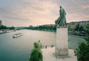 პოპ კულტურის  პერსონაჟებით ჩანაცვლებული პარიზის ცნობილი ძეგლები