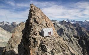 იტალიის ალპებში, 3290 მეტრის სიმაღლეზე სახლი დაამონტაჟეს