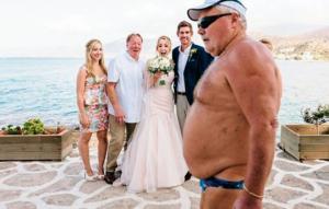 """20 საქორწილო ფოტო, რომელიც დაუპატიჟებელმა სტუმრებმა უმოწყალოდ  """"გააფუჭეს"""""""