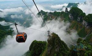 ჩინეთის ზეციური კარიბჭე, სადაც მსოფლიოში ყველაზე შიშისმომგვრელი, მაღალი და გრძელი საბაგირო აგიყვანთ