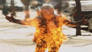 თვითაალებული ადამიანი თვალის დახამხამებაში  ცეცხლის ალში ეხვევა და იფერფლება.  როგორც იქნა, მიზეზი მიკვლეულია!