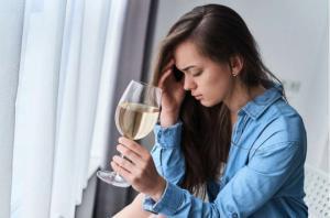 ჭიქა ღვინის მითი