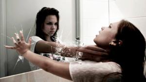 სარკე საძინებელში საშიშია! იცოდით, რატომ?