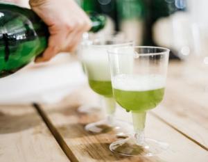 მწვანე რომი, იგივე მწარე რომი, რომელიც სანელებლებით მზადდება